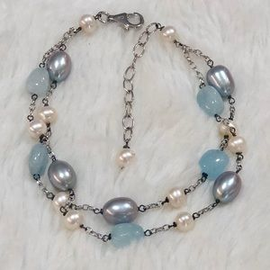 White, grey pearl bracelet with natural stones